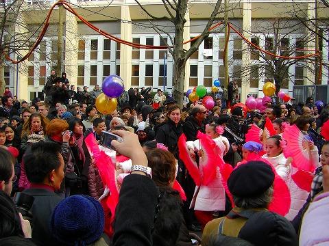 踊り歩く少女達|2009年2月1日パリ13区(中国人街)の旧正月